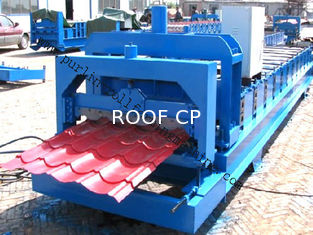 Chiny PLC Control Color Steel Glazed Professional Tile Roll Forming Equipment dostawca